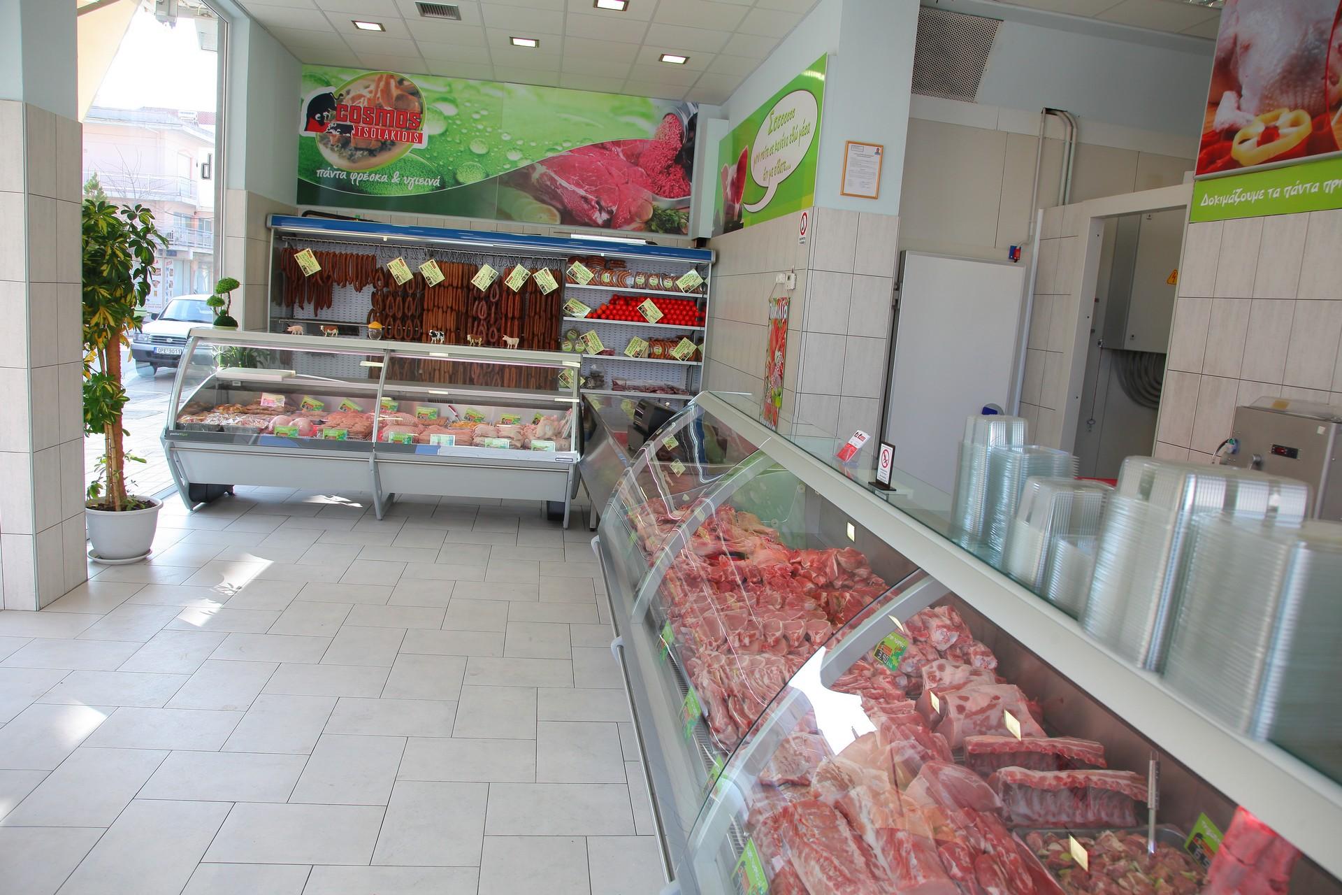 Η λιανική διάθεση στην Ορεστιάδα γίνεται από την «Κρεαταγορά», το υποκατάστημα στην καρδιά της πολύς, στην αρχή της οδού της λαϊκής.